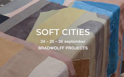 SOFT CITIES, collages van natuurlijk geverfd textiel